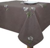 Mantel con Diseño de Flores Bordadas Café